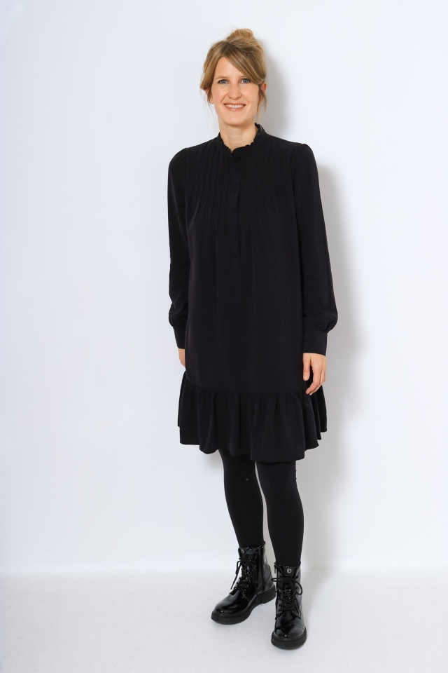 YASSUNNA LS DRESS Black